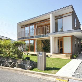 他の地域のコンテンポラリースタイルのおしゃれな家の外観 (木材サイディング、グレーの外壁、片流れ屋根、戸建、金属屋根) の写真