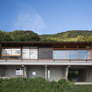 他の地域のエクレクティックスタイルのおしゃれな家の外観の写真