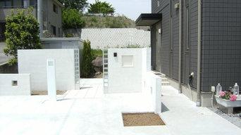 白と、透き通るような門周り