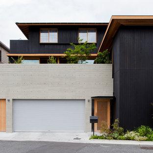 他の地域の中くらいの和風のおしゃれな一戸建ての家 (木材サイディング、黒い外壁) の写真