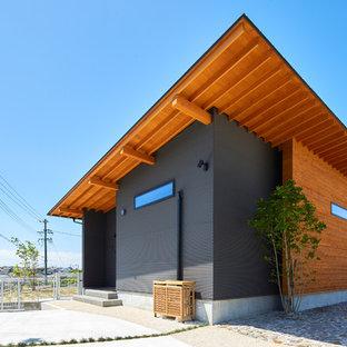 名古屋の和風のおしゃれな家の外観 (グレーの外壁) の写真