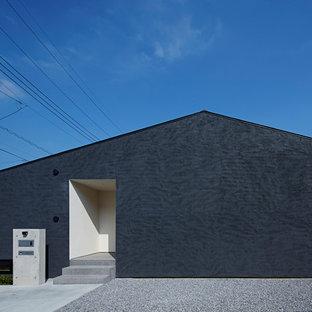 東京23区のモダンスタイルのおしゃれな家の外観 (黒い外壁) の写真