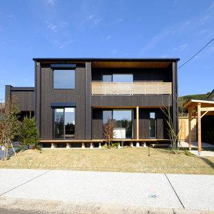 福岡の中くらいのモダンスタイルのおしゃれな家の外観 (木材サイディング、黒い外壁) の写真
