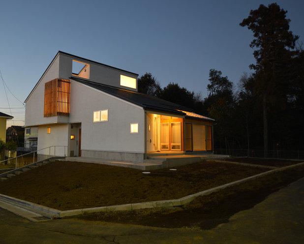 モダン 家の外観 by atelier KUKKA architects