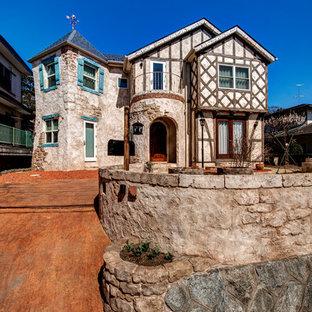 東京都下のトラディショナルスタイルのおしゃれな家の外観 (石材サイディング) の写真