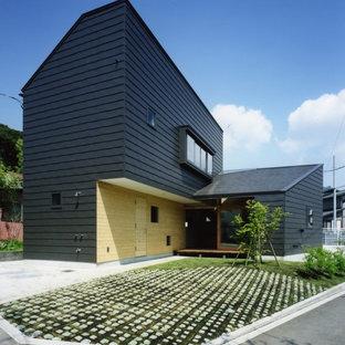 横浜のコンテンポラリースタイルの家の外観の画像 (黒い外壁)