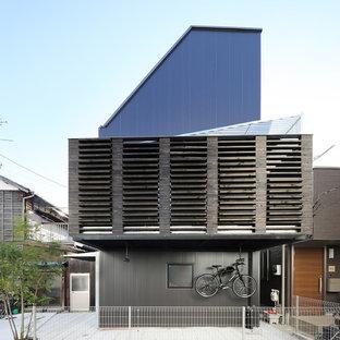 東京23区のインダストリアルスタイルのおしゃれな家の外観 (混合材サイディング、黒い外壁) の写真