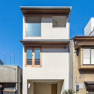京都の小さいモダンスタイルのおしゃれな白い家の写真