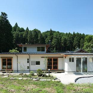 他の地域の北欧スタイルのおしゃれな家の外観 (漆喰サイディング) の写真