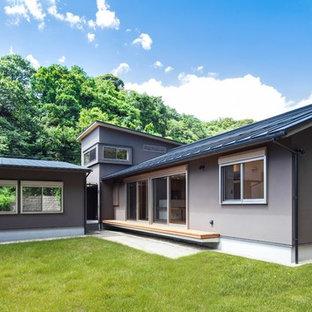 他の地域の北欧スタイルのおしゃれな家の外観 (グレーの外壁) の写真