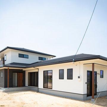香川県高松市に建つ、「2世帯で幸せに暮らす家」の外観