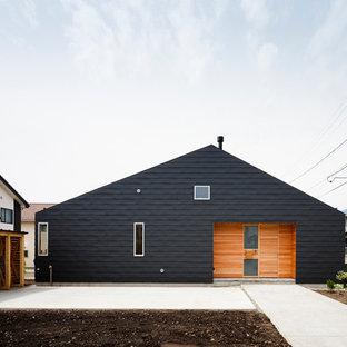 他の地域のコンテンポラリースタイルの家の外観の画像 (黒い外壁、切妻屋根、戸建)
