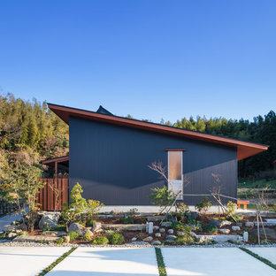 他の地域のアジアンスタイルのおしゃれな家の外観 (青い外壁) の写真