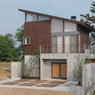 他の地域のモダンスタイルのおしゃれな家の外観 (マルチカラーの外壁、片流れ屋根) の写真