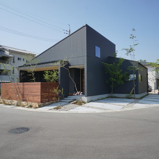 他の地域のミッドセンチュリースタイルのおしゃれな家の外観 (黒い外壁、片流れ屋根) の写真