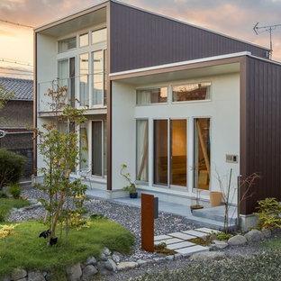 他の地域の小さいモダンスタイルのおしゃれな家の外観の写真