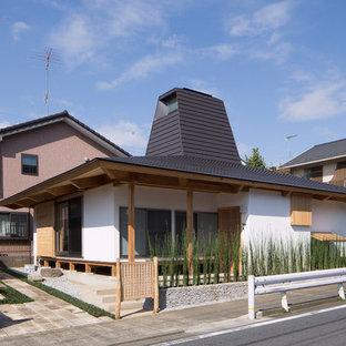 東京都下の中くらいのモダンスタイルのおしゃれな家の外観 (漆喰サイディング) の写真
