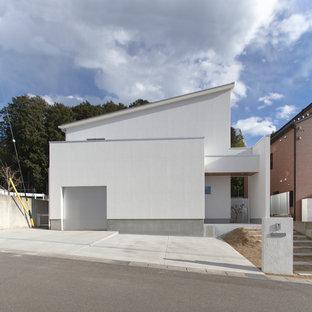 Inspiration pour une grand façade de maison blanche nordique à un étage.