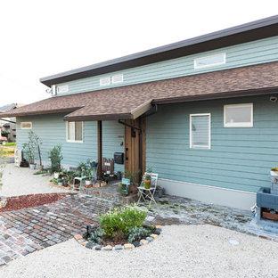 福岡のアジアンスタイルのおしゃれな一戸建ての家 (青い外壁) の写真