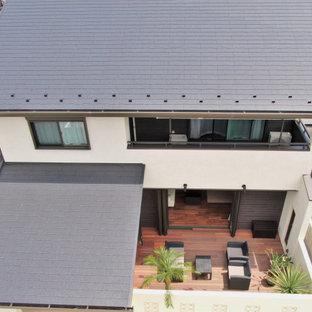 他の地域の中くらいのアジアンスタイルのおしゃれな家の外観 (塗装レンガ) の写真