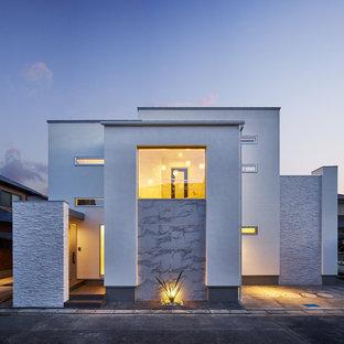 他の地域のモダンスタイルのおしゃれな白い家の写真