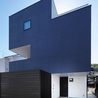 他の地域のコンテンポラリースタイルのおしゃれな家の外観 (混合材サイディング、グレーの外壁、陸屋根) の写真