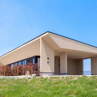 福岡のモダンスタイルのおしゃれな陸屋根の家 (茶色い外壁) の写真