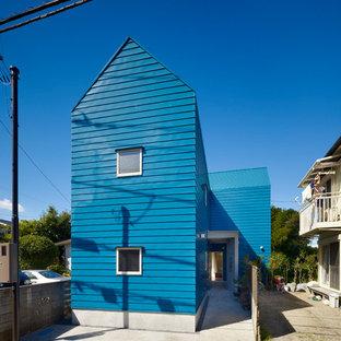 東京23区のコンテンポラリースタイルのおしゃれな家の外観 (青い外壁、切妻屋根) の写真