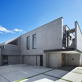 横浜のコンテンポラリースタイルのおしゃれな陸屋根 (コンクリートサイディング、グレーの外壁) の写真