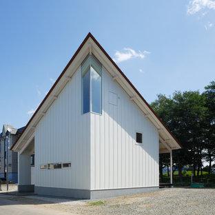 札幌のコンテンポラリースタイルのおしゃれな白い家 (片流れ屋根) の写真