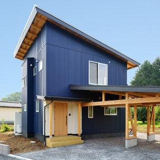 他の地域の中くらいのコンテンポラリースタイルのおしゃれな家の外観 (青い外壁) の写真