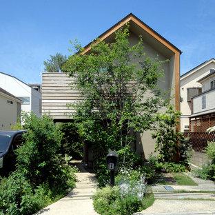 東京23区のアジアンスタイルのおしゃれな切妻屋根の家 (茶色い外壁) の写真