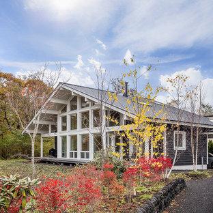 他の地域の北欧スタイルのおしゃれな切妻屋根の家 (青い外壁) の写真
