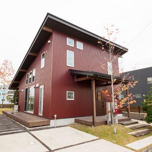 他の地域のインダストリアルスタイルのおしゃれな家の外観 (赤い外壁) の写真