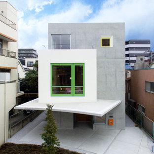 東京23区のコンテンポラリースタイルのおしゃれな家の外観 (コンクリートサイディング、グレーの外壁、陸屋根) の写真