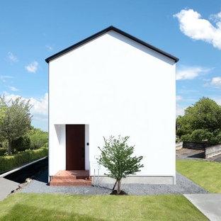 他の地域のモダンスタイルのおしゃれな家の外観 (漆喰サイディング、混合材屋根) の写真