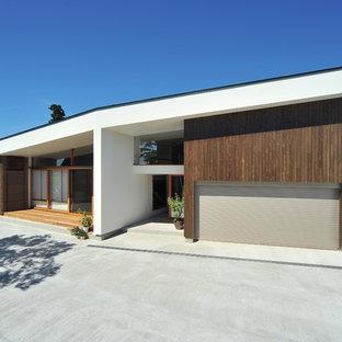 他の地域のコンテンポラリースタイルのおしゃれな白い家 (切妻屋根) の写真