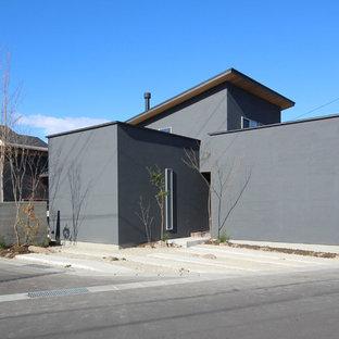他の地域の中くらいのモダンスタイルのおしゃれな家の外観の写真
