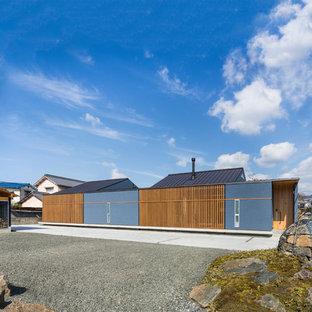 他の地域のコンテンポラリースタイルのおしゃれな家の外観 (漆喰サイディング、青い外壁) の写真