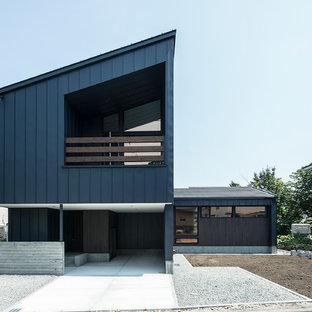 札幌のコンテンポラリースタイルのおしゃれな家の外観 (黒い外壁、片流れ屋根) の写真