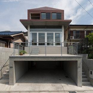 東京都下の中くらいのコンテンポラリースタイルのおしゃれな家の外観 (コンクリートサイディング、グレーの外壁) の写真