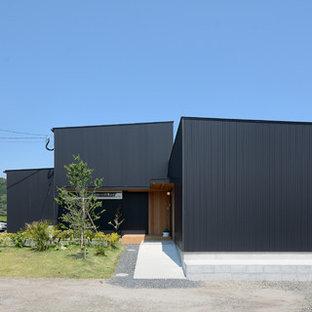 他の地域のモダンスタイルのおしゃれな陸屋根 (黒い外壁) の写真