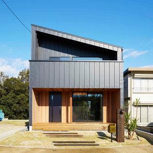 名古屋のコンテンポラリースタイルのおしゃれな家の外観 (混合材サイディング、グレーの外壁) の写真