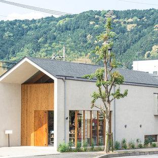 京都の北欧スタイルのおしゃれな家の外観 (混合材屋根) の写真