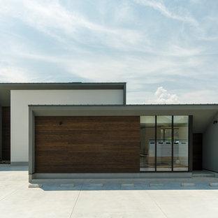 他の地域のコンテンポラリースタイルのおしゃれな陸屋根 (グレーの外壁) の写真