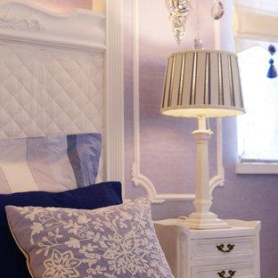 Ejemplo de dormitorio principal, papel pintado y papel pintado, clásico, de tamaño medio, papel pintado, con paredes azules, suelo de corcho, suelo blanco, papel pintado y papel pintado