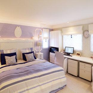 Diseño de dormitorio principal, papel pintado y papel pintado, tradicional, de tamaño medio, papel pintado, con paredes azules, suelo de corcho, suelo blanco, papel pintado y papel pintado