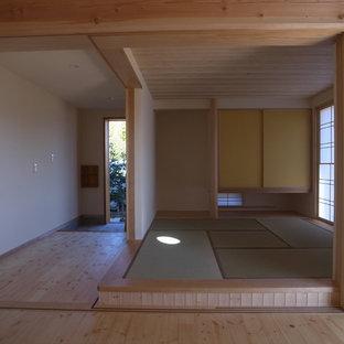 Imagen de habitación de invitados asiática con paredes blancas y tatami