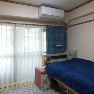 Foto de dormitorio principal, escandinavo, pequeño, sin chimenea, con paredes blancas, tatami y suelo verde