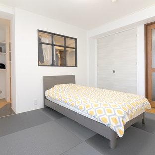 東京都下の和風のおしゃれな主寝室 (白い壁、畳、暖炉なし) のレイアウト